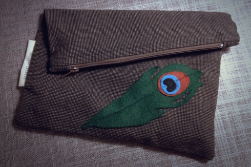 the finished peacock pouch