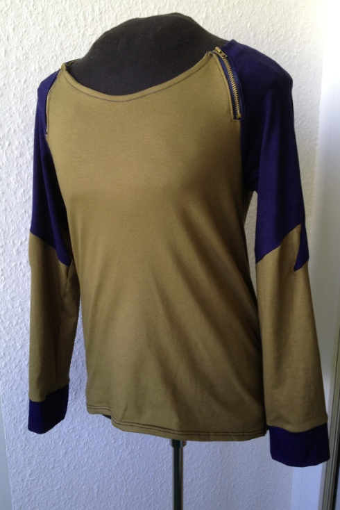 olive green and blue raglan sleeve shirt